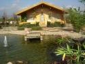 lago y casa
